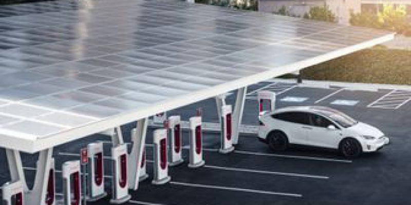 Iedereen kan binnenkort laden bij een Supercharger van Tesla